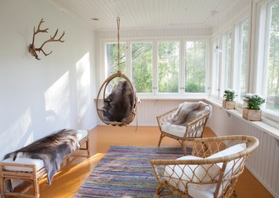 Villa Apukka accomodation in Rovaniemi with cozy veranda and reindeer hides